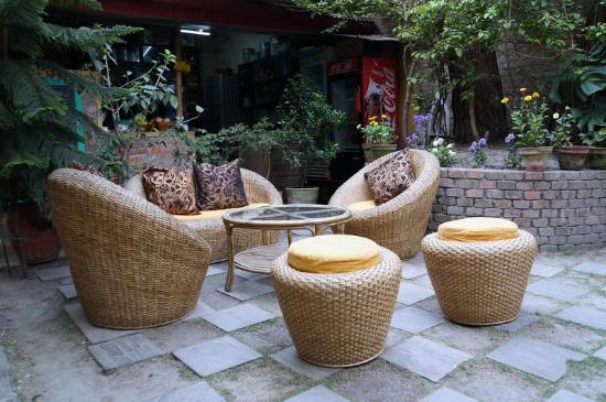 Ambassador Garden Home: 中庭