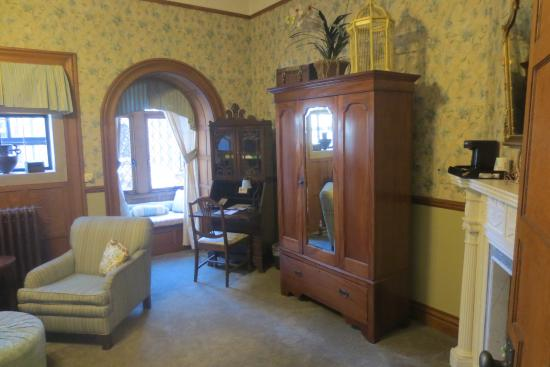 Glen Eyrie Castle: Majorie's bedroom - you can stay here - how beautiful!