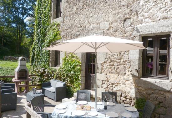 Busserolles, Francia: Le Moulin sun terrace