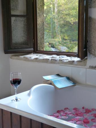 Busserolles, Francia: Le Moulin Bathroom