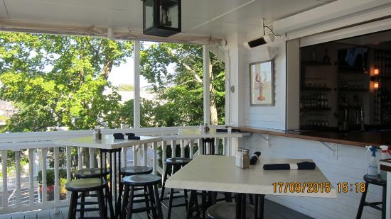 Kennebunkport, Maine: Столики на веранде
