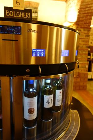Greve in Chianti, Italia: Wine dispensing system