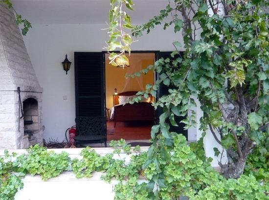 Quinta Colina Flora: Marigold Room