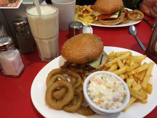 worst diner i have been to very expensive it s a fast food