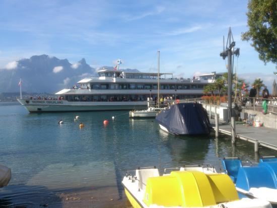 Oberhofen am Thunersee, Швейцария: Oberhofen - Restaurant Schloss Oberhofen - harbour