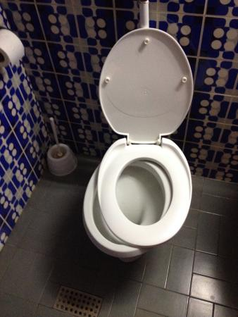 Slavija Hotel: Bathroom