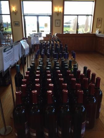 Water Mill, estado de Nueva York: wine bottles