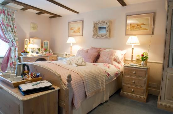 Solley Farm House: The Rose room