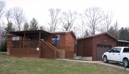 Copperhead Lodge: Cozy little cabins!