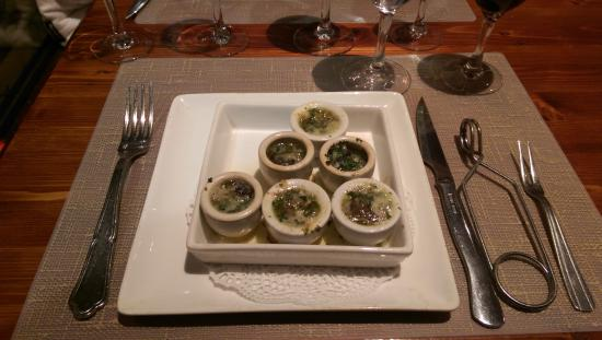 Le Vieux Chene : Escargot with Garlick Butter