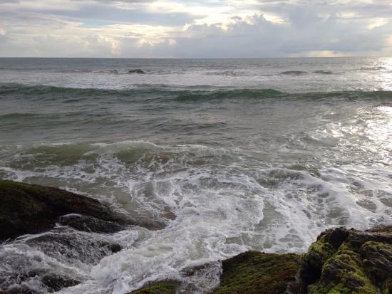 Bentota, Sri Lanka: Волны бьются о мыс