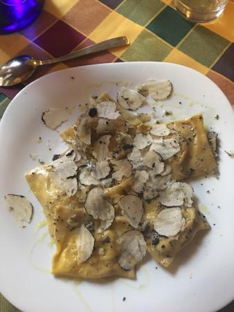Subbiano, Italia: Tortelli al tartufo e gnocci cacio pepe e pere