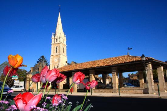 Rouille, Frankrike: Église Saint-Hilaire et Halles