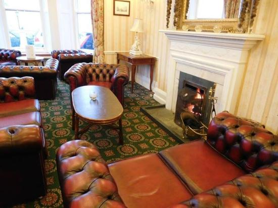 Windermere Hydro Hotel: Seating area with fire