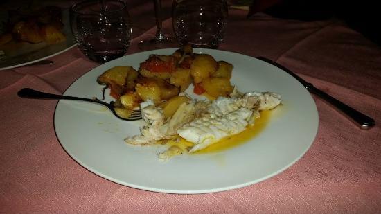 Patresi, Włochy: Pagello con verdure dell'orto km 0 al forno