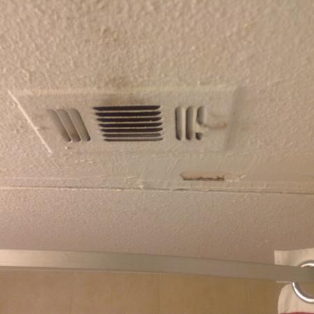 Hawthorn Suites by Wyndham Dallas Love Field Airport: Bathroom ceiling