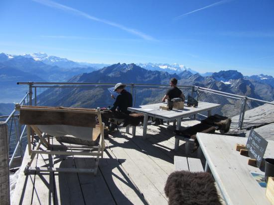 Schonried, Suiza: Vue sur les Alpes