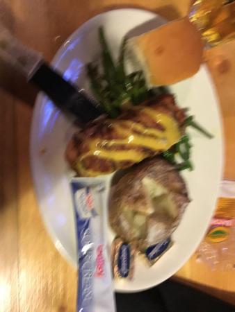 ไบรเนิร์ด, มินนิโซตา: Chicken Cordon Bleu with Baked Potato