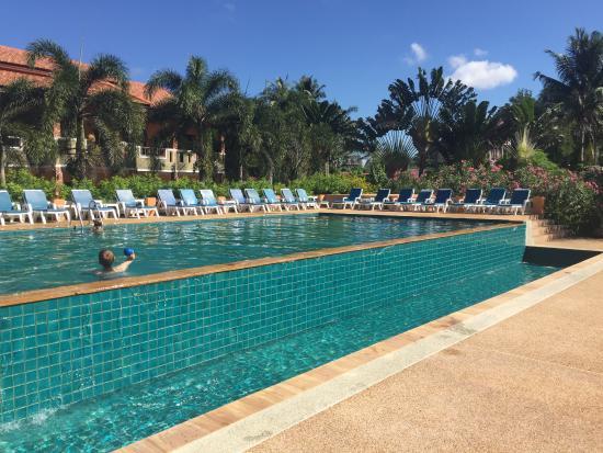 Good hotel on blissful beach