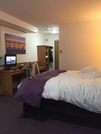Premier Inn Epsom North Hotel: Room at the Premier Inn, Epsom North