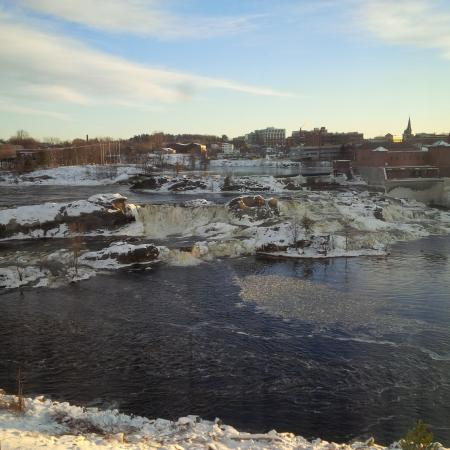 Auburn, ME: Beautiful winter view.