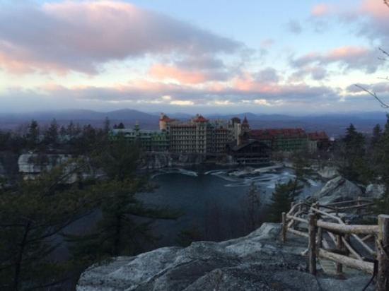 Mohonk Mountain House: Trail view.