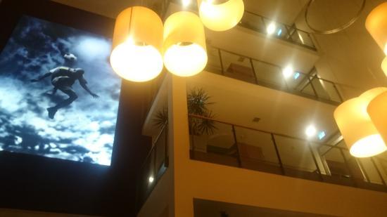 Best Western Premier Hotel Regensburg: Eingang mit Blick nach oben