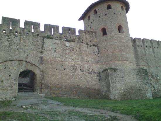 les remparts picture of chateau et remparts de la cite de carcassonne carcassonne center. Black Bedroom Furniture Sets. Home Design Ideas