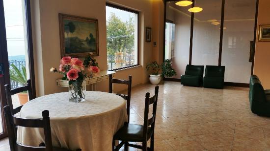 Zafferana Etnea, Italia: Sala TV, ingresso