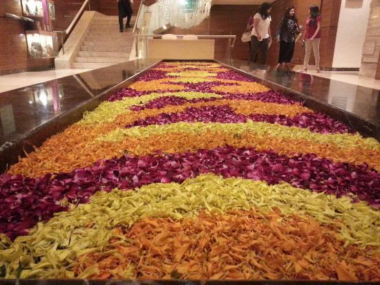 Courtyard by Marriott, Ahmedabad: Ottimo hotel,  il personale è cordiale e disponibile e pronto a soddisfare il cliente, lo chef R
