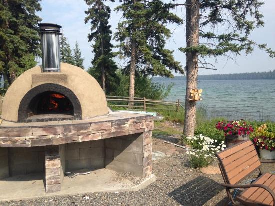 Lone Butte, Canada: Wood-fired Pizza Oven (The Oven on the Point)