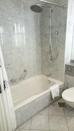Bad Granit marmor granit bad 90er charm nicht mehr zeitgemäß picture of