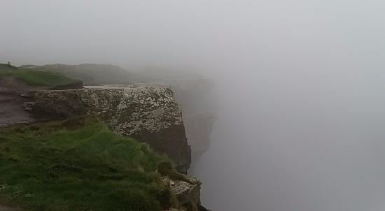 ‪‪The Burren‬, أيرلندا: cliff of Moher vertugineux‬