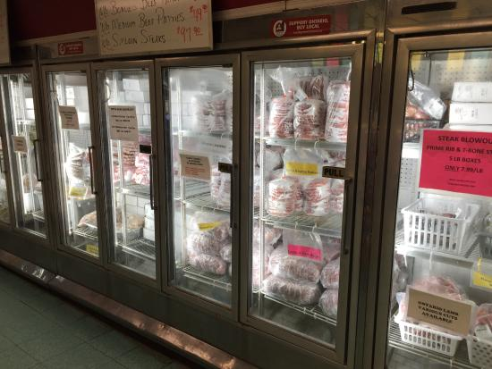 Port Dover, Canadá: Frozen meats also available at Hank Dekoning meats
