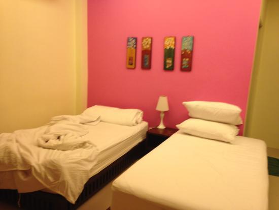 Tharathip Resort: много света, но подушки очень высокие и жесткие
