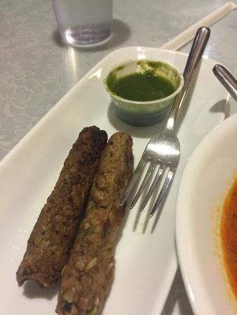 Aroma: Kabab without taziki?  Not as advertised.