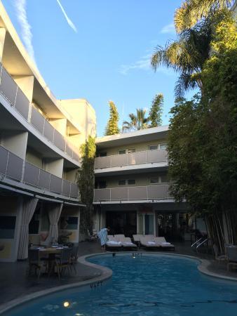 Avalon Hotel Beverly Hills: Pool patio