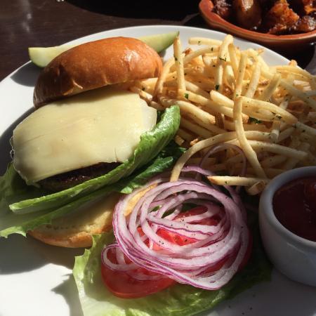 Del Mar, CA: Great hamburger!