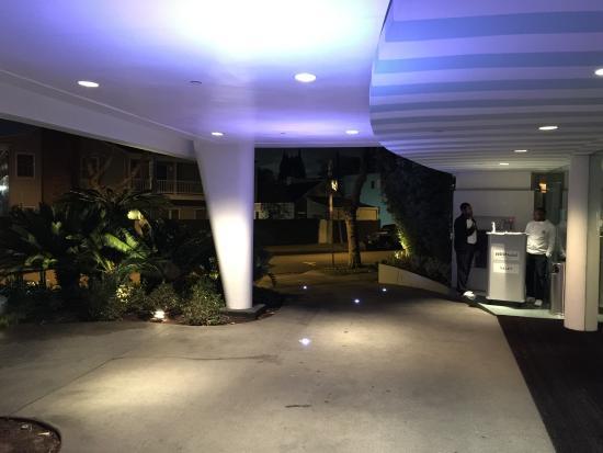 Avalon Hotel Beverly Hills: Entrée