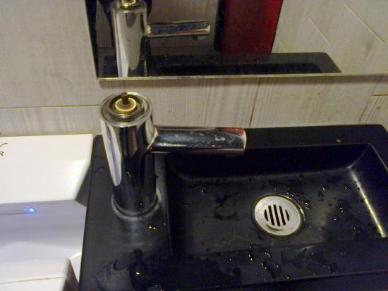 Goussainville, Frankreich: lavabo homme