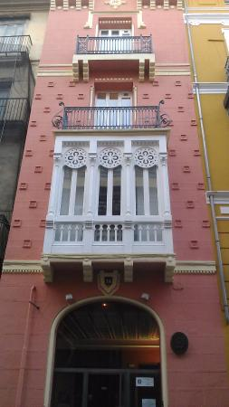 Valencia Province, Spain: Наше красивое окно, вид с улицы