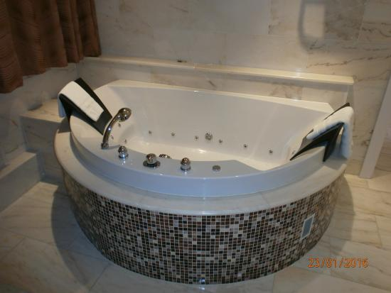 Chambre picture of hotel l 39 europe colmar horbourg wihr tripadvisor - Hotel jacuzzi chambre alsace ...