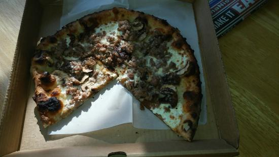 DeLand, FL: Terrible burned dried up pizza