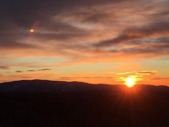 Peru, VT: Mountain sunrise (from a Valley View room)