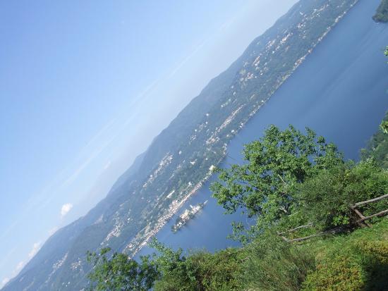 Madonna del Sasso, Italia: lago e  isola