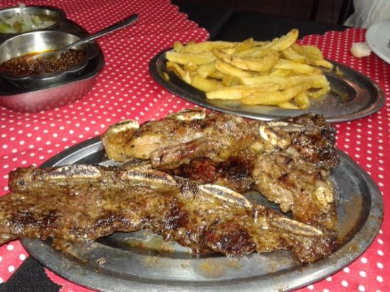 Lanus, Argentyna: Rico asadito con fritas