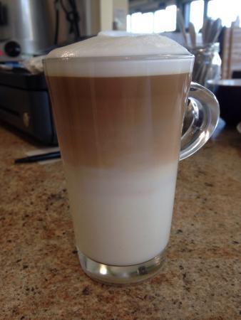 Банги, UK: Perfect layered latte .