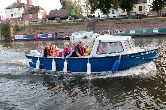 Upton upon Severn, UK: Self drive boat hire