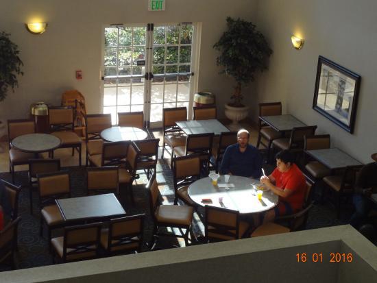 Quality Suites Lake Buena Vista: Área do café