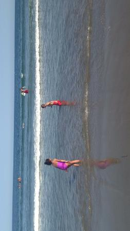 Narragansett Beach: kids having fun